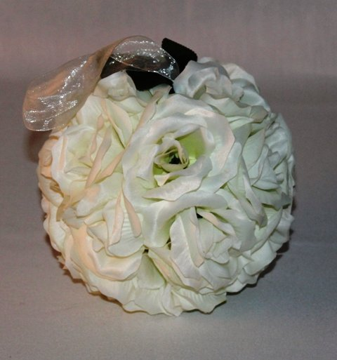 Rose ball ivory silk, loose bud