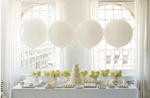 white_party_displya_balloons-white-tabletop.jpg